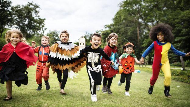 Crianças fantasiadas para o Halloween, ou Dia das Bruxas