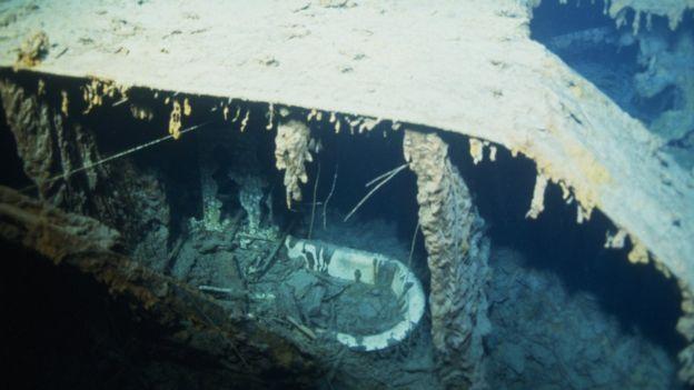 La bañera del capitán -fotografiada durante una expedición de 1996- ya no está.