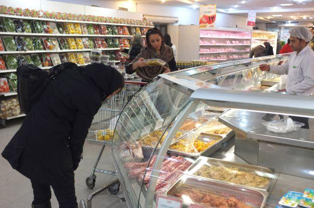 قیمت هر کیلو گوشت گاو بیاستخوان در شهر تهران در هفته منتهی به ۹ آذر حدود ۶۶ هزار و ۳۸۰ تومان بوده که از سال گذشته بیش از ۶۰ درصد گرانتر شده
