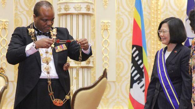 El rey de Suazilandia y la presidenta de Taiwán.