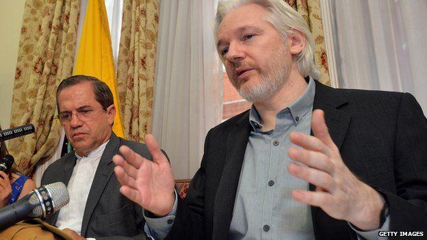 Assange tedavi görmek için elçilikten çıkacağı iddialarını reddetti