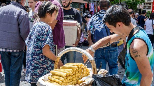 Feria vendiendo churros.