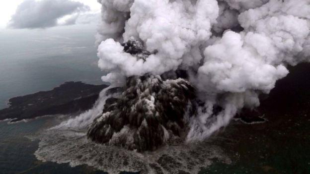 Volcán Anak Krakatau en diciembre de 2018