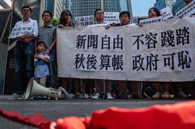 马凯被禁入境香港时,民主派人士示威声援。