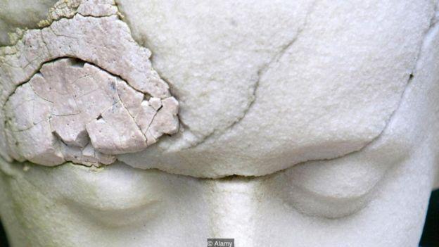 Escultura de mármore