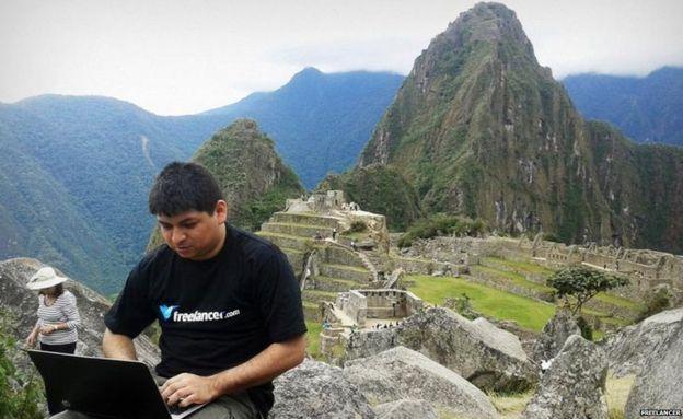 Los usuarios del sitio web envían fotos de todo el mundo, como esta desde Maccu Pichu en Perú