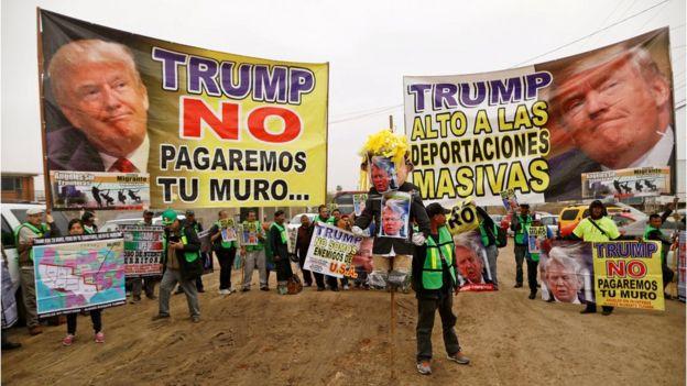 Protesta contra el muro en Tijuana, México