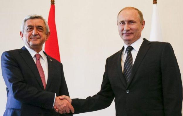 Eski cumhurbaşkanı Sarkisyan ve Rus lider Putin'in 2016 yılında gerçekleşen bir görüşmesinden