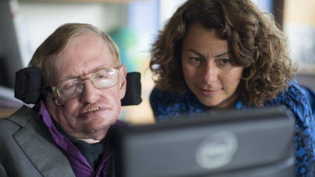 Stephen Hawking y Lama Nachman. Foto: Intel.
