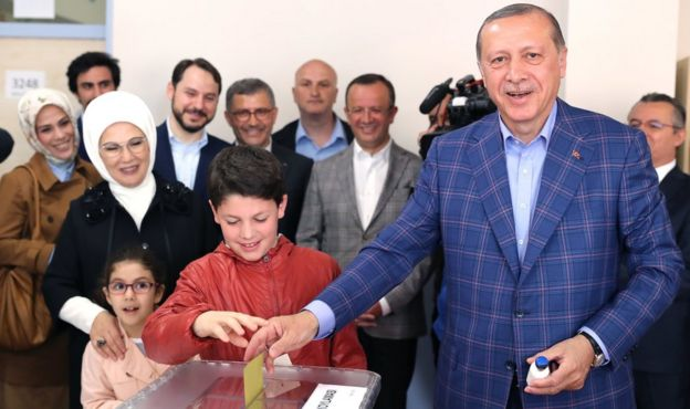 Turkish President Recep Tayyip Erdogan (R) cast his vote with his grandson Mehmet Akif (C) as his wife Emine (2-L) and granddaughter Mahinur (2-L, front) accompany him at a polling station for a referendum on the constitutional reform in Istanbul, Turkey