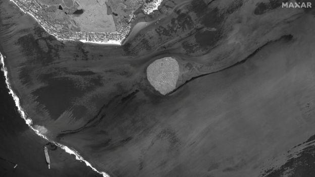 Satelitska slika prikazuje brod i izlijevanje nafte