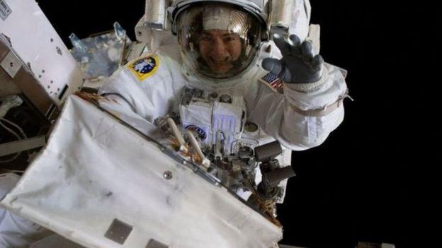 """梅厄觉得在太空""""隔离""""比在地球隔离更容易"""