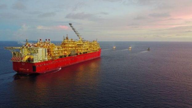 Shell'in yüzer doğalgaz platfgormu