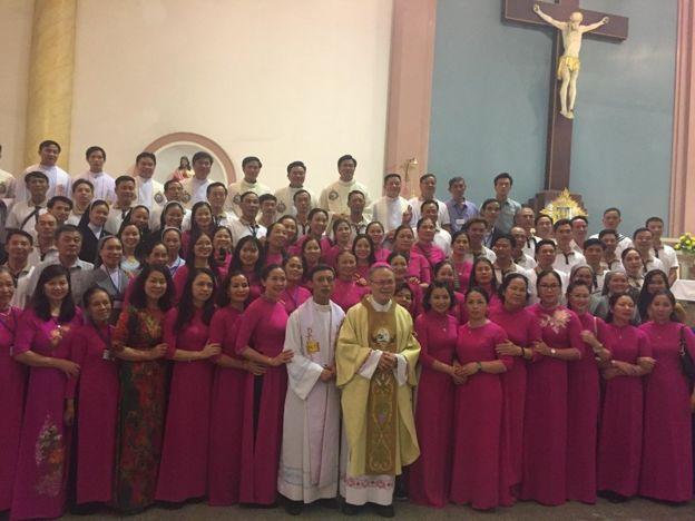 Đức Tổng Giám mục Việt Nam Giuse Nguyễn Chí Linh cùng các giáo dân sang Thái Lan dự Thánh Lễ do Giáo Hoàng Francis cử hành