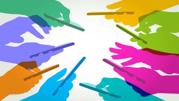 Ilustração mostra diversas mãos segurando celulares