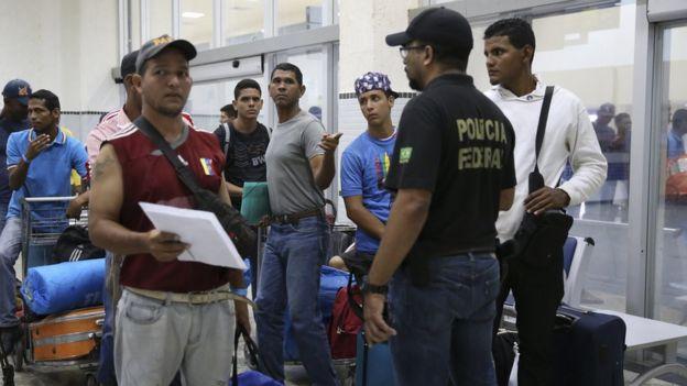 Venezuelanos se preparam para deixar Boa Vista
