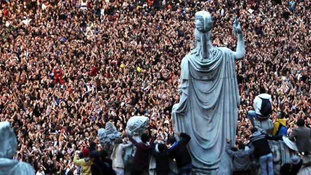 Флешмоб Gangnam style на Пьяцца-дель-Пополо в Риме