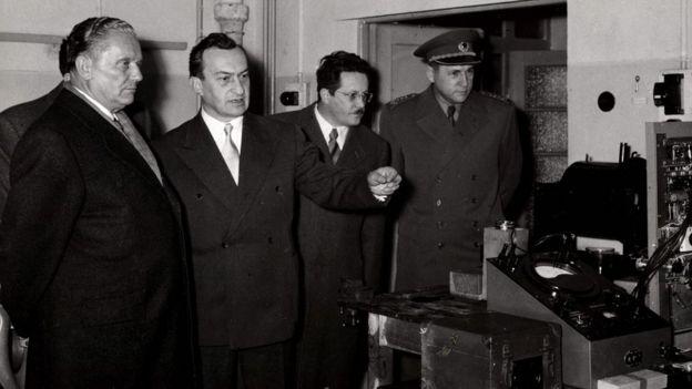 Тито (слева) опасался возможного вооруженного конфликта с СССР