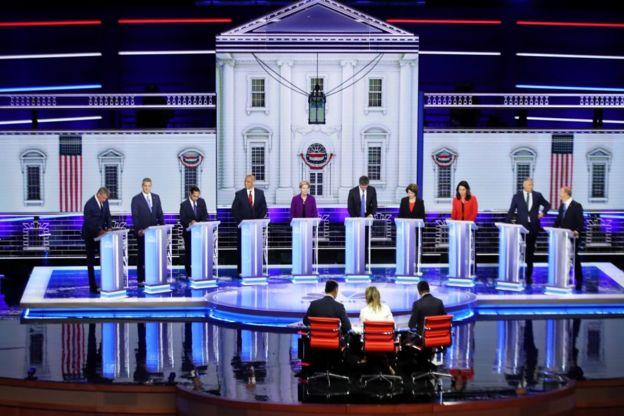 المرشحون للرئاسة من الحزب الديمقراطي يشاركون في النقاش الأول