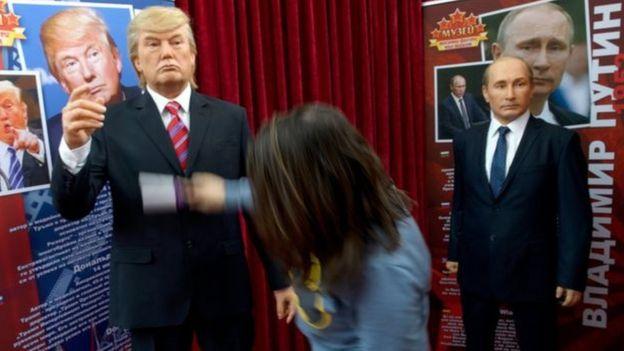 Bonecos de cera de Trump e Putin