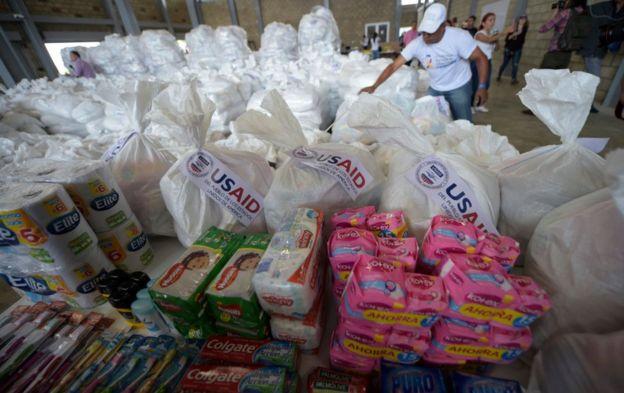 Las donaciones enviadas por EE UU para Venezuela incluyen productos básicos de higiene. Foto: AFP