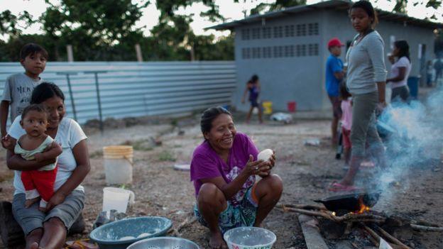 Famílias venezuelanas em Pacaraima