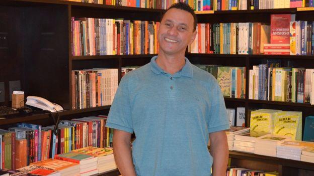 O marido de Soninha, Paulo Sergio Rodrigues, no lançamento do livro