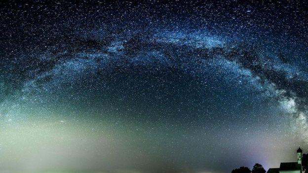 Astronomlar getdikcə günəş sistemindən kənarda daha çox planetlər aşkarlayırlar və bəziləri kənar həyatın olmasını danılmaz sayır