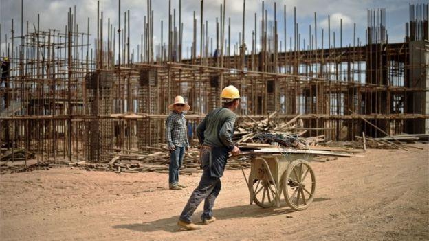 2015: Công nhân Trung Quốc xây đường sắt tại Ethiopia