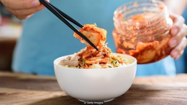 Thực phẩm lên men như món chính kim chi của Hàn Quốc được coi là hỗ trợ sức khỏe đường ruột, nhưng có rất ít nghiên cứu khoa học chứng minh điều đó