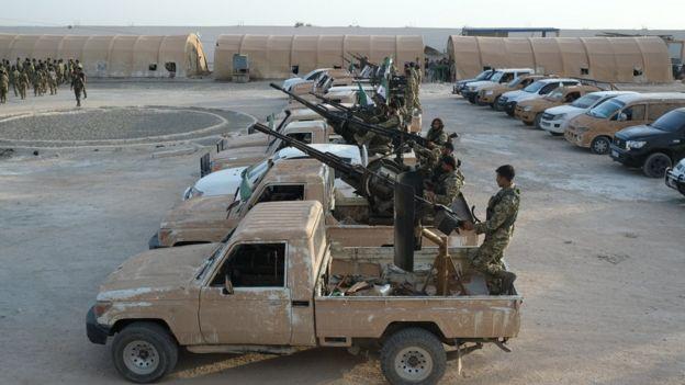 """نیروهای شبه نظامی """"ارتش ملی سوریه"""" ترکیه را در حمله به شمال سوریه همراهی میکنند"""