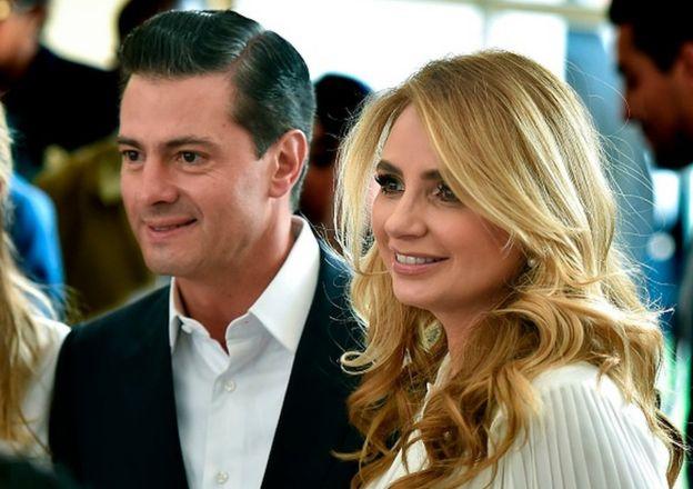 Peña Nieto con su esposa.
