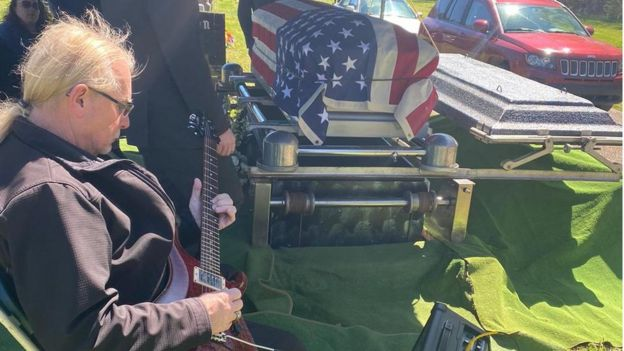 Pastor Spradlin's funeral had only two guests who were not part of his immediate family