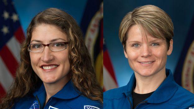 Christina Koch (izq) y Anne McClain