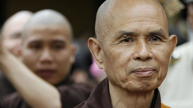 Thiền sư Nhất Hạnh tại Tp HCM trong một lễ giải oan hồi tháng 3/2007.