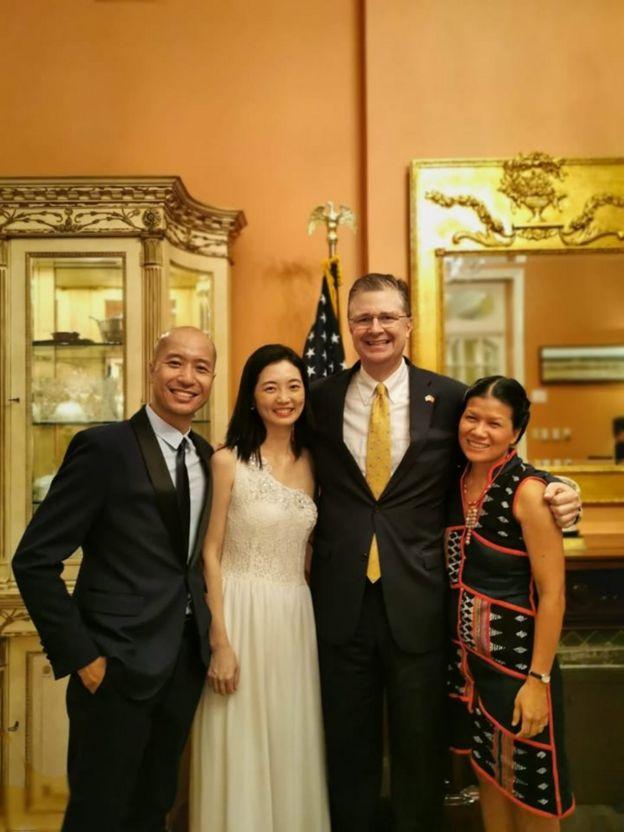 Chị Thảo Griffiths cùng Đại sứ Hoa Kỳ Daniel J. Kritenbrink