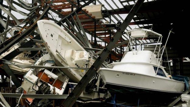 Embarcaciones destrozadas por el paso del huracán Harvey.