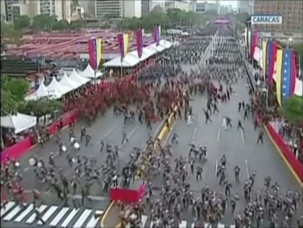 Militares corren
