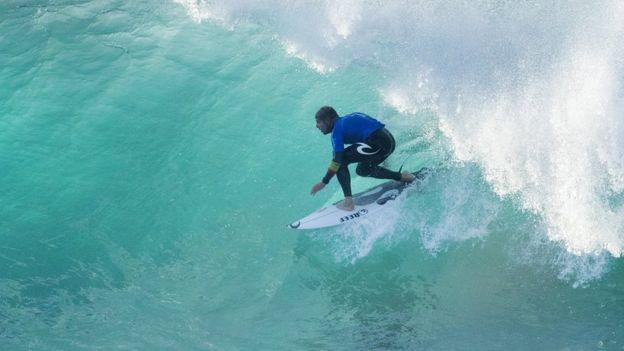 Mick Fanning, el surfista que se volvió a encontrar con un tiburón blanco
