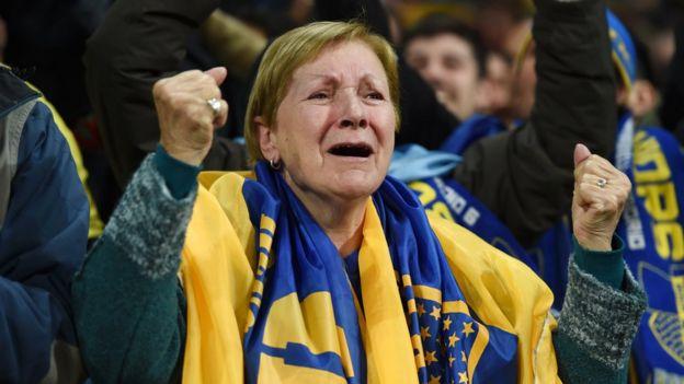 Seguidora del Boca Juniors en el estadio Santiago Bernabéu de Madrid