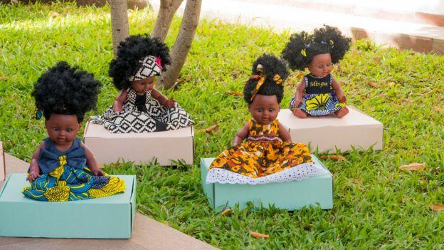 Des poupées avec cheveux afro naturels