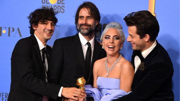 En İyi Film Müziği Ödülü'nü kazanan Lady Gaga, En İyi Kadın Oyuncu dalında da adaylar arasındaydı