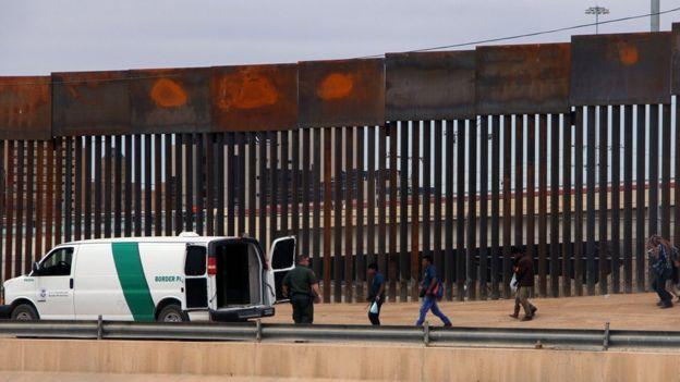 قاضی فدرال آمریکا 'به طور موقت' جلوی ساخت دیوار ترامپ را گرفت
