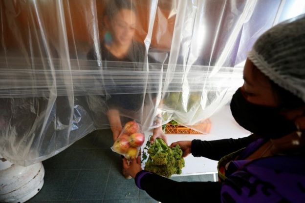 Cozinhas comunitárias são vitais para que chilenos de baixa renda não passem fome durante a pandemia.