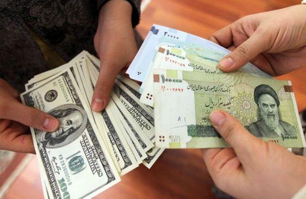 """کانون صرافان ایران افزایش قیمت ارز را به """"هیجانات نیمه دوم سال"""" نسبت داده است"""