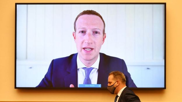 El jefe de Facebook, Mark Zuckerberg, testificó ante el Comité Judicial de la Cámara de los EE. UU. En julio sobre preocupaciones antimonopolio.