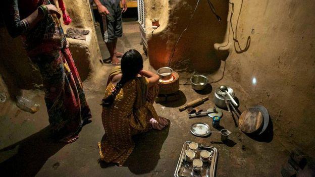 India penaliza relaciones sexuales con esposas menores de edad