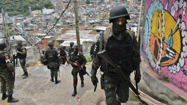 Policías militarizados en Rocinha
