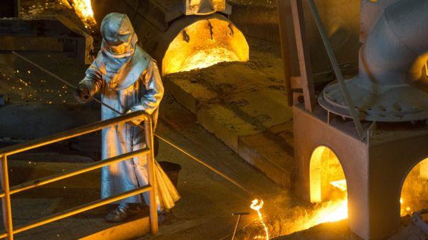 Donald Trump cree que la industria del acero en Estados Unidos está en mala situación. Foto: AFP