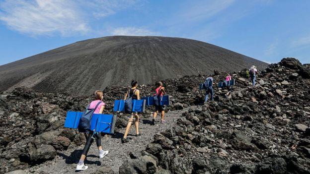 Turistas en el Cerro Negro